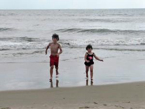 Aly + Clio @beach Aug11